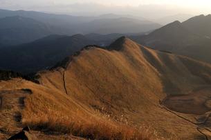 曽爾高原の夕照の写真素材 [FYI00105859]
