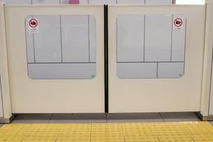 地下鉄安全柵の写真素材 [FYI00105877]