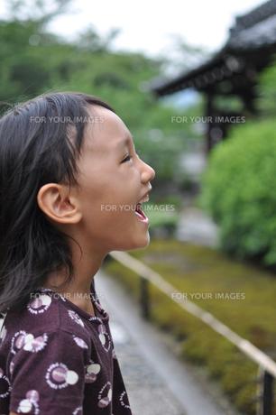 笑顔の女の子の素材 [FYI00106552]