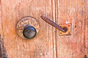 プロヴァンスの住宅の古いドアノブの写真素材 [FYI00106692]
