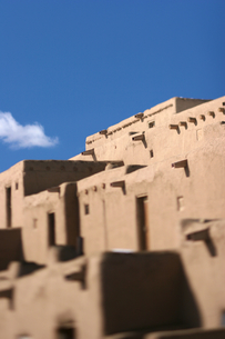 インディアンの聖地タオスプエブロの写真素材 [FYI00106724]