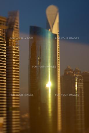 ドバイの高層ビル群の写真素材 [FYI00106766]