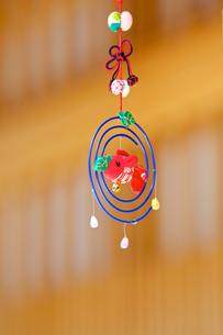 京町家の軒先きの飾りの写真素材 [FYI00107113]