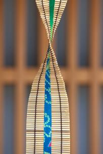京町家の軒先きの飾りの写真素材 [FYI00107120]