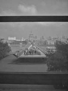 窓越しのロンドンの写真素材 [FYI00107152]