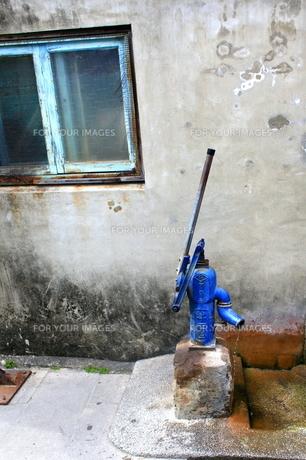 日本製手押し井戸ポンプの写真素材 [FYI00107808]