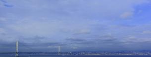 淡路島側から見た明石海峡大橋を含むパノラマの写真素材 [FYI00107828]