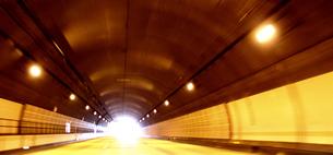 トンネル出口の写真素材 [FYI00107839]
