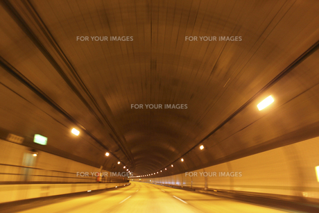 トンネル内カーブの写真素材 [FYI00107843]