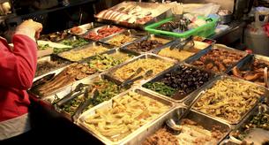 台湾屋台の惣菜の写真素材 [FYI00107845]