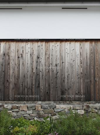 白壁 杉板の写真素材 [FYI00107883]
