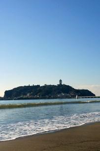 片瀬東浜から見る江の島の写真素材 [FYI00108009]