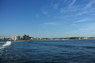 江の島から見る片瀬東浜腰越海岸の写真素材 [FYI00108036]