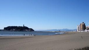 江の島と片瀬東浜腰越海岸の写真素材 [FYI00108068]