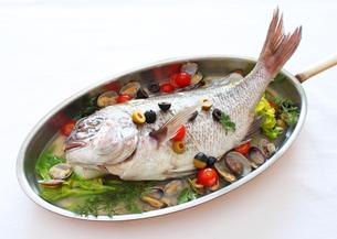 真鯛のアクアパッツァの写真素材 [FYI00108729]