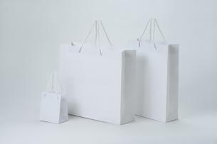 3種類の白い紙袋の写真素材 [FYI00108763]
