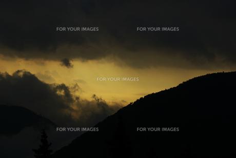 箱根の幻想的な風景の素材 [FYI00108880]