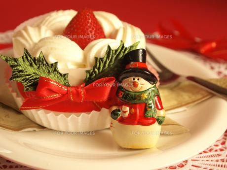 クリスマスケーキと雪だるまの写真素材 [FYI00108960]