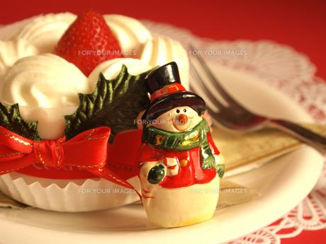 クリスマスケーキと雪だるまの写真素材 [FYI00108974]