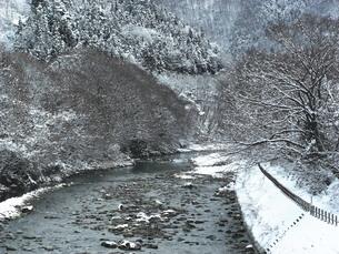 利根川の雪景色の写真素材 [FYI00109122]