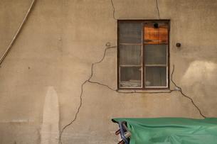 壁、亀裂、旧い、模様の写真素材 [FYI00109390]