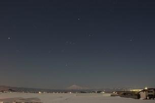 鳥海山とオリオン座の写真素材 [FYI00109455]