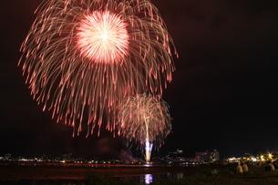 諏訪湖の花火2の写真素材 [FYI00109608]