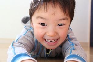 笑顔でスライディングの写真素材 [FYI00109652]