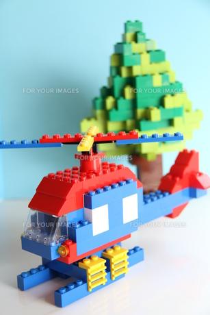 ブロックでヘリコプターと木3の写真素材 [FYI00109673]