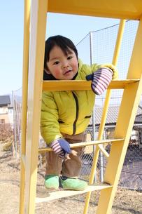 はしごを登るの写真素材 [FYI00109675]