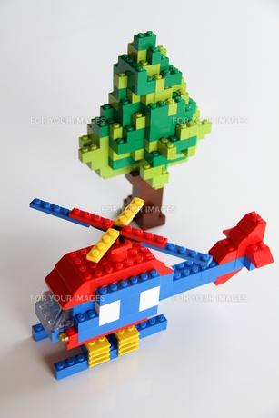 ブロックでヘリコプターと木の写真素材 [FYI00109697]