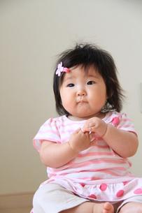 お座り赤ちゃんの写真素材 [FYI00109887]