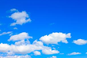 青空と白い雲の写真素材 [FYI00110088]