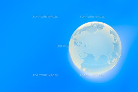光り輝く地球の写真素材 [FYI00110117]