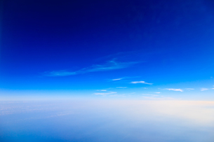 神秘的な上空の青の写真素材 [FYI00110119]