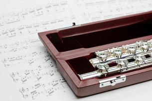 フルートと楽譜の写真素材 [FYI00110186]