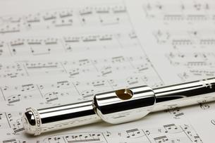 フルートと楽譜の写真素材 [FYI00110187]