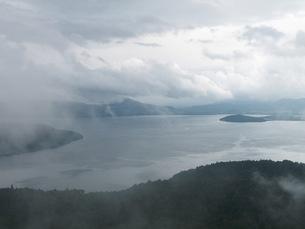朝霧の美幌峠からの屈斜路湖の素材 [FYI00110252]