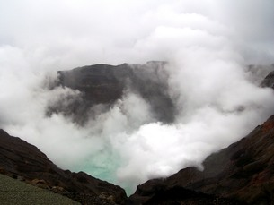 阿蘇山噴火口の写真素材 [FYI00110343]