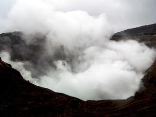 九州の旅 熊本編 阿蘇山噴火口の写真素材 [FYI00110389]