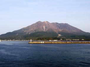 九州の旅 鹿児島編 鹿児島港からみた桜島の写真素材 [FYI00110398]