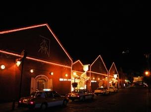 函館の夜景 赤レンガ倉庫の写真素材 [FYI00110431]