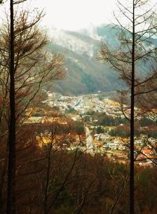 中山道鳥居峠からの風景 藪原の町並みの写真素材 [FYI00110451]