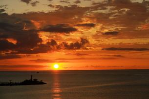 南の夕焼けの写真素材 [FYI00110621]