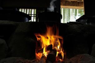 竈の火の写真素材 [FYI00110803]