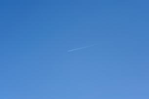 飛行機雲の素材 [FYI00110933]