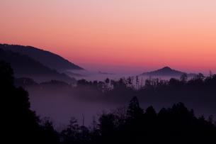 朝焼けと雲海の写真素材 [FYI00110968]