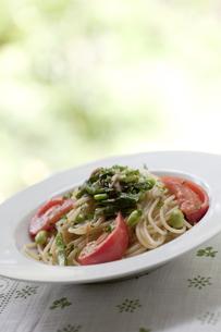 夏野菜のパスタの写真素材 [FYI00110995]