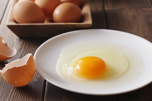 生卵の写真素材 [FYI00111293]