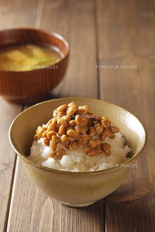 納豆ご飯とお味噌汁の写真素材 [FYI00111298]